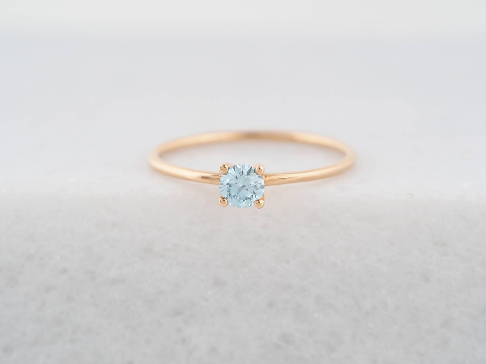 18K Roos goud solitair ice blue large