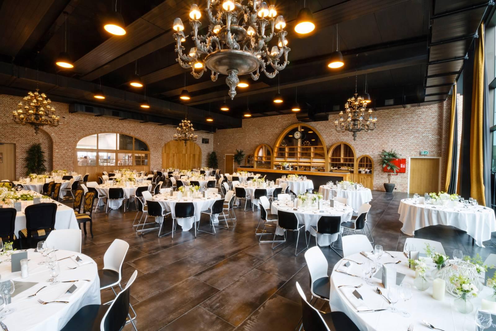 Bierkasteel House of Weddings Feestzaal West Vlaanderen grote capaciteit izegem ceremonie dansfeest exclusief huwelijk (8)