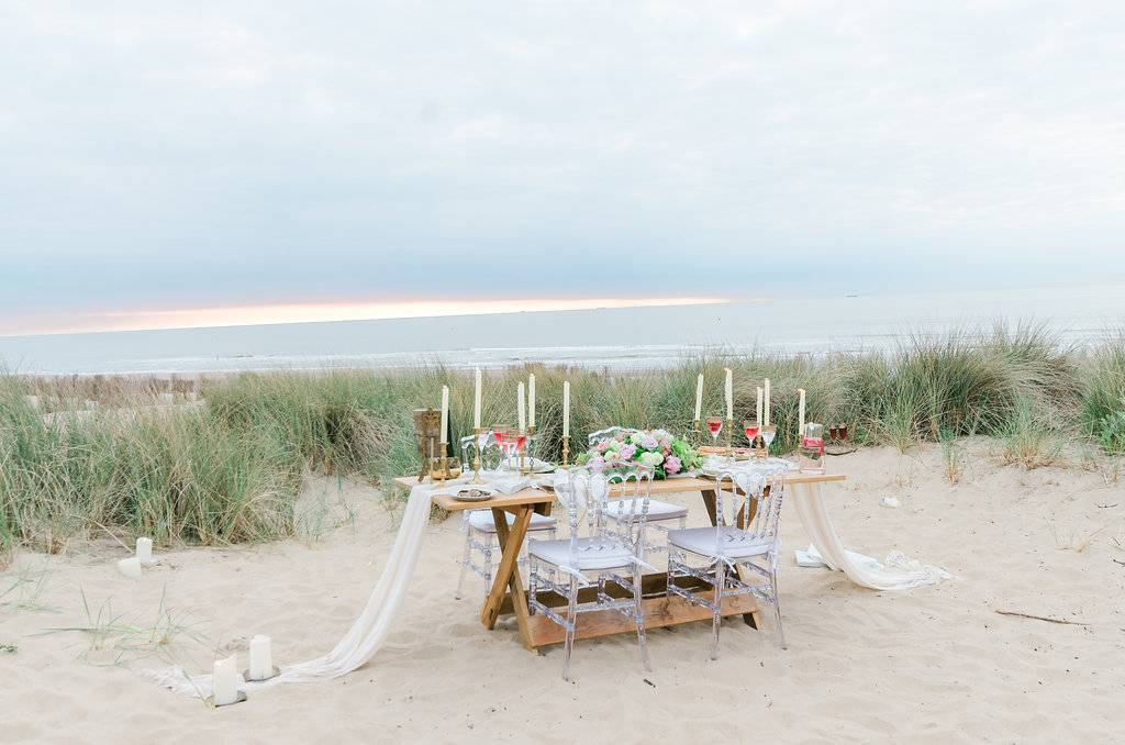 Botticelli inspired shoot - Belgium - Italy - beach - table 2