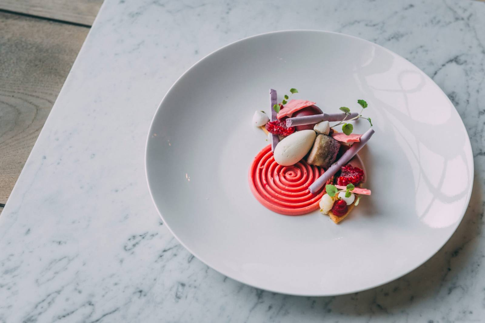 DESS-Ruby-chocolade-–-yoghurt-–-frambozenlikeur-–-pistache-