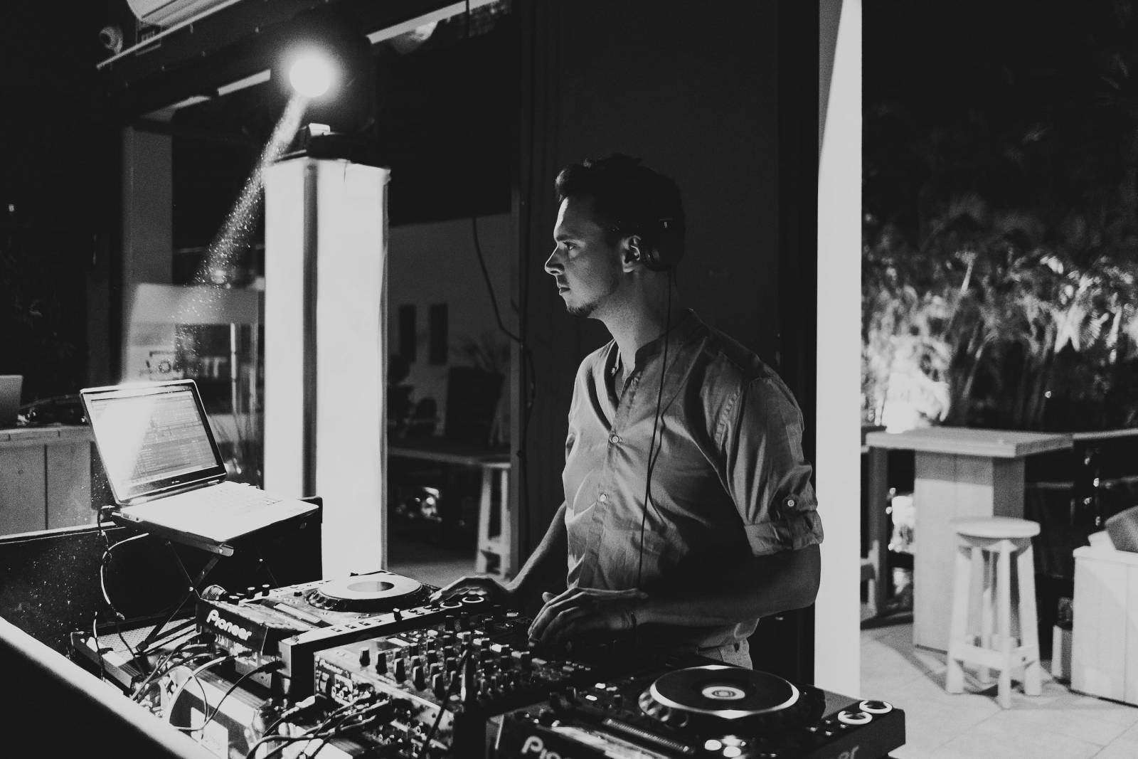 DJ Finch - House of Weddings - 4