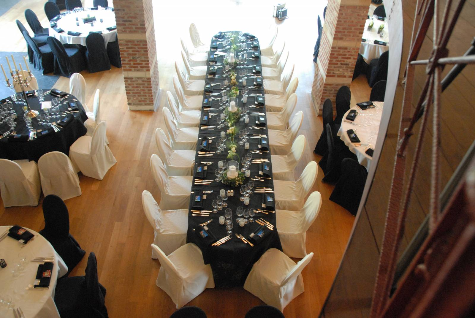 Feestzaal decoratie huwelijksfeest deco Hof Van Reyen Boechout (10) - House of Weddings