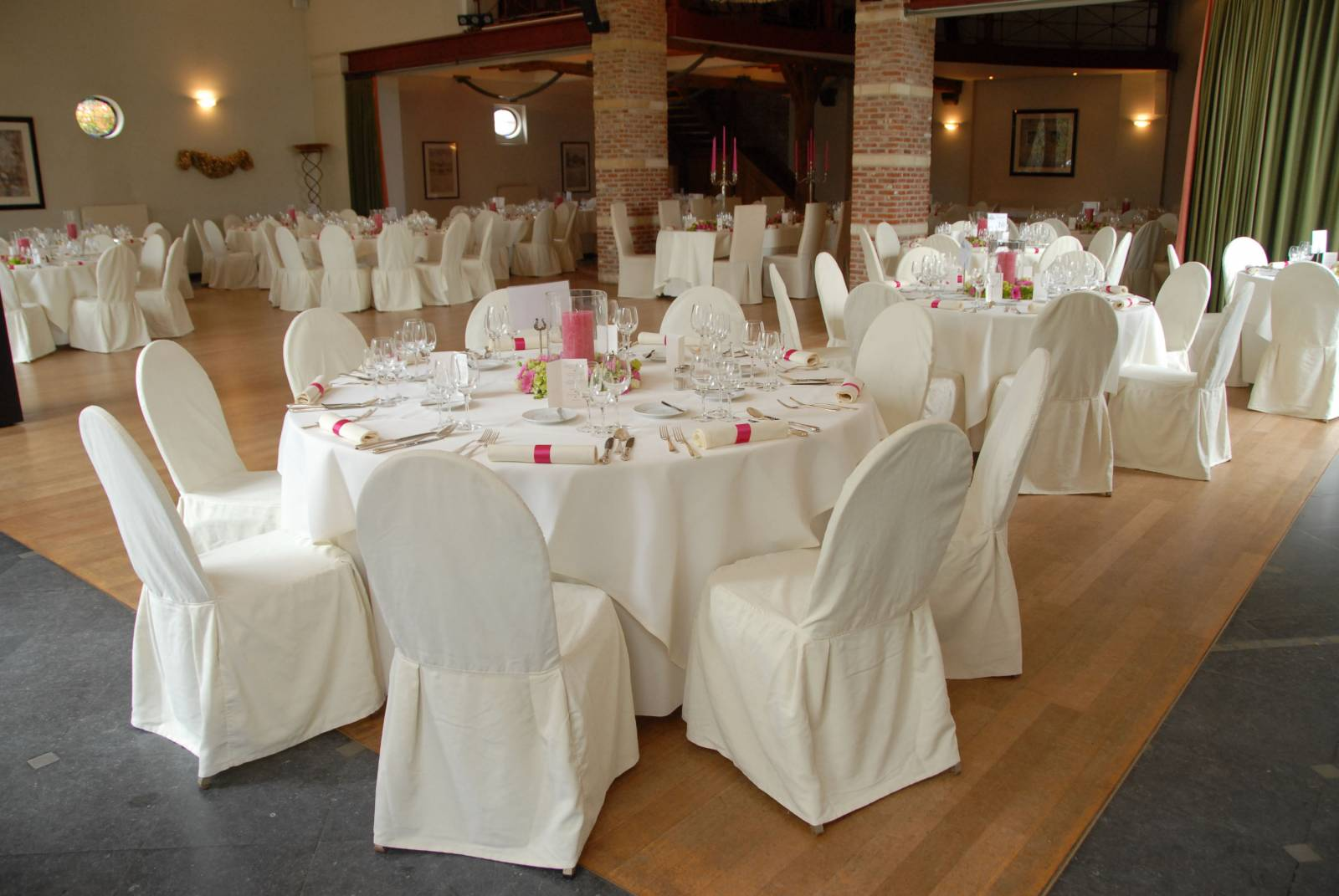 Feestzaal decoratie huwelijksfeest deco Hof Van Reyen Boechout (13) - House of Weddings