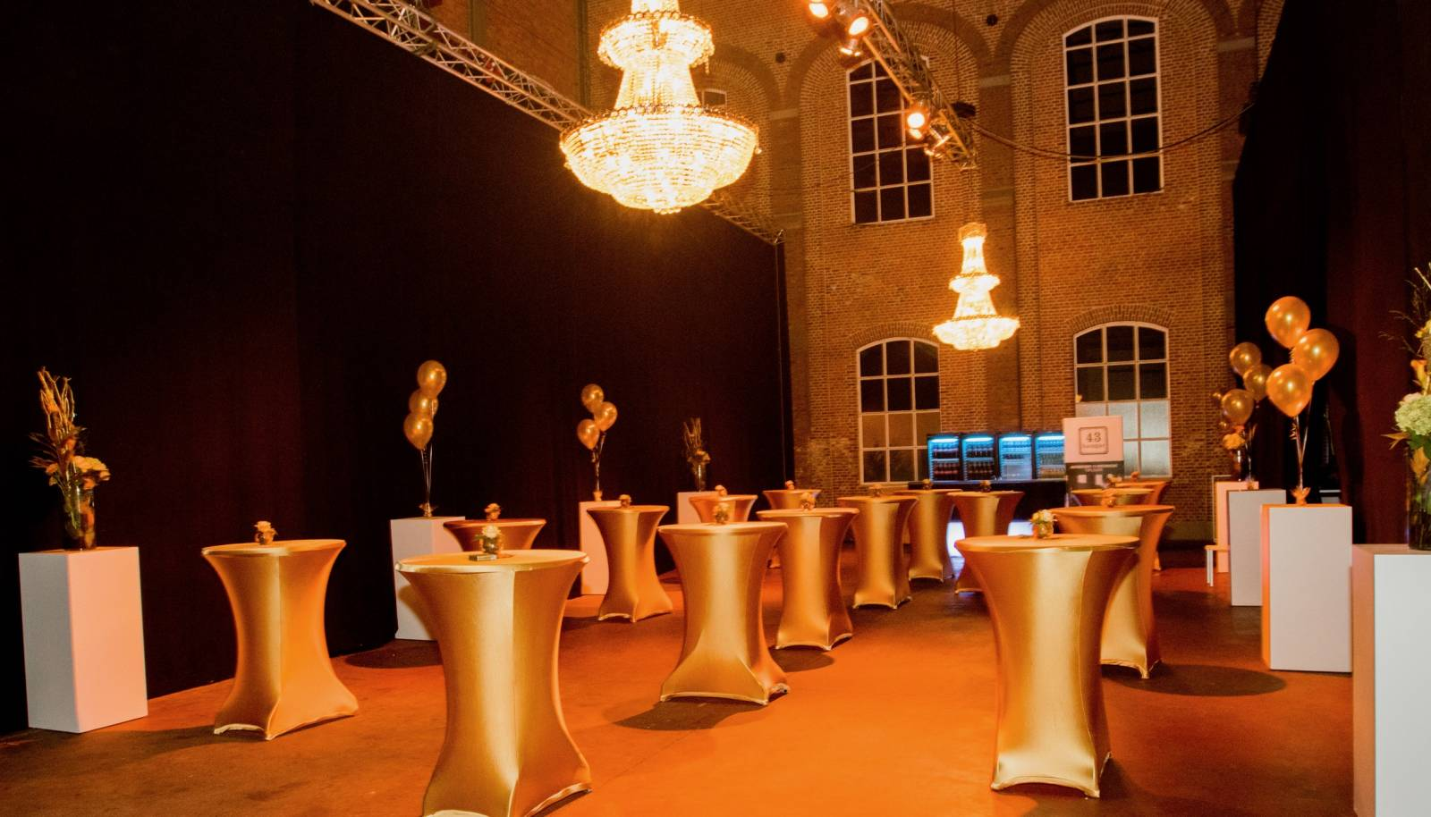 Hangar 43 - Feestzaal Oost-Vlaanderen - Industrieel - House of Weddings - 13