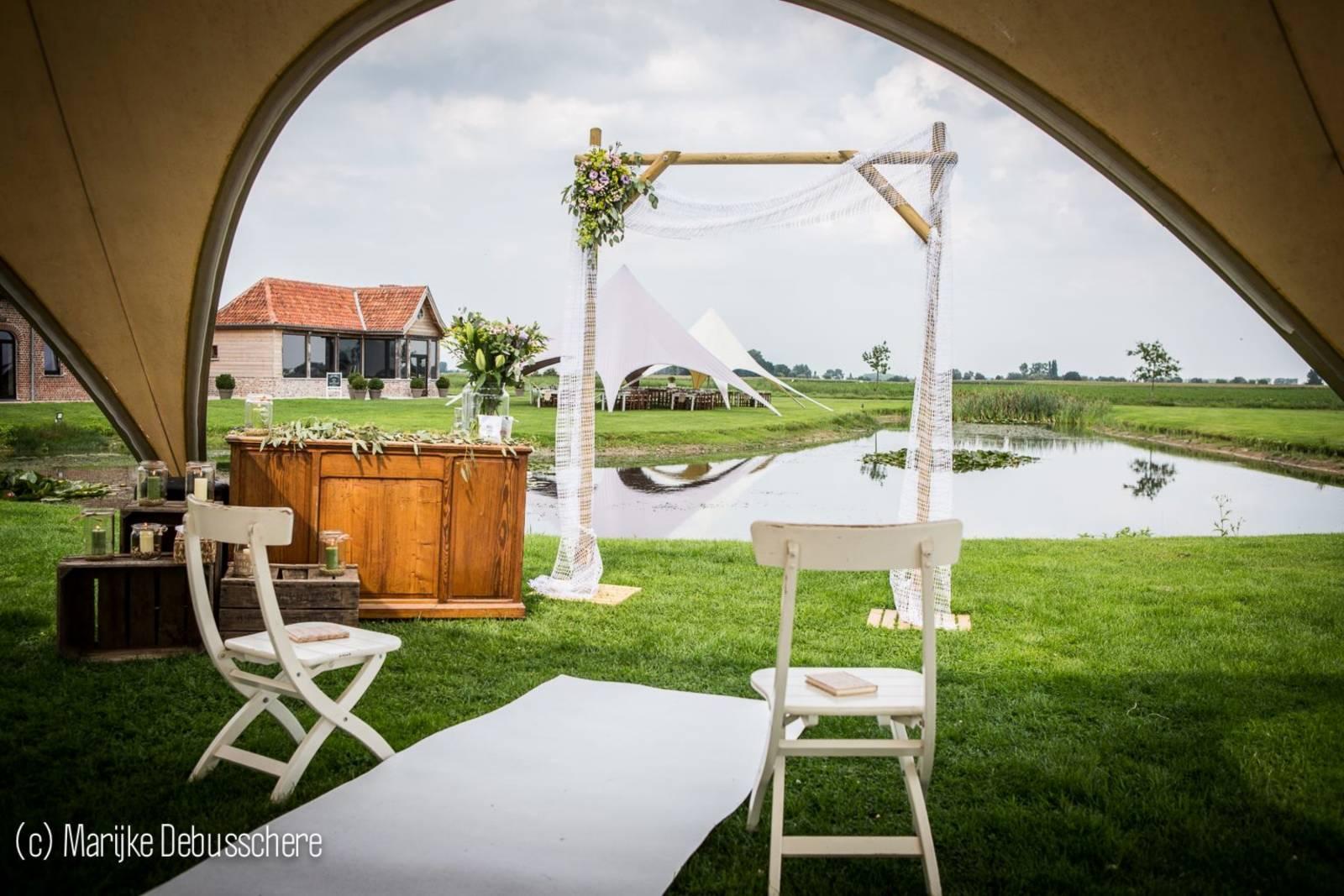 House of Weddings Domein t Eikennest Feestzaal West-Vlaanderen Diksmuide Beerst Tuin Park Vijver Tent Ceremonie Schuur pold (18)