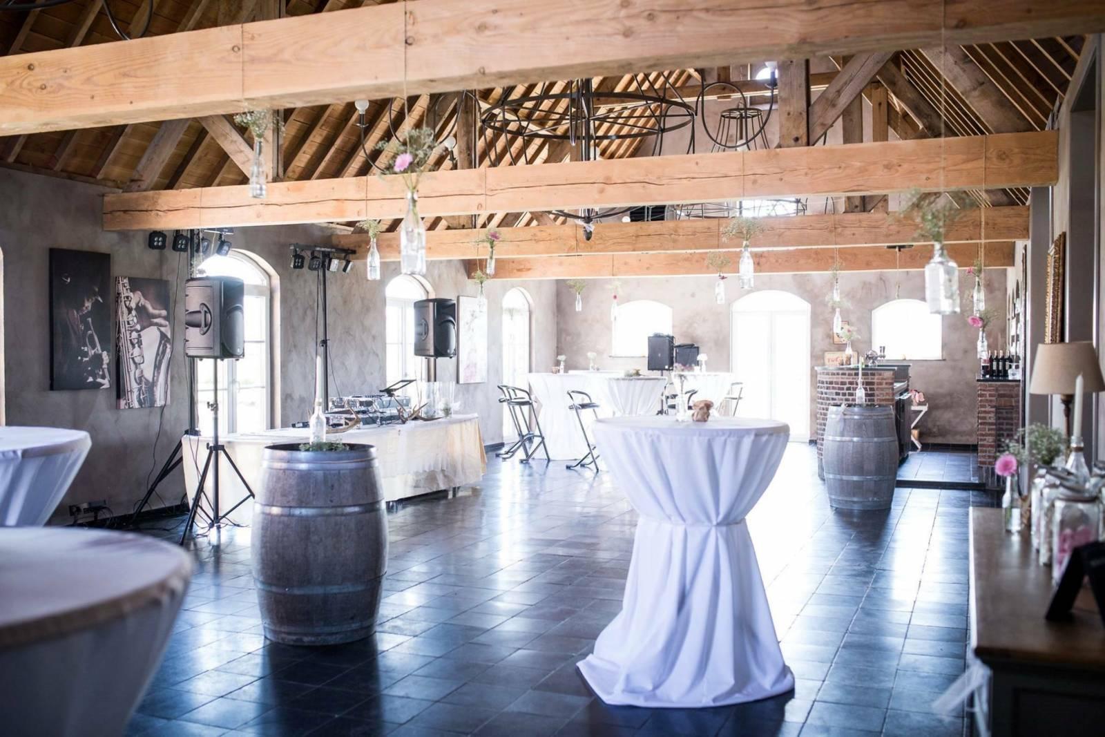 House of Weddings Domein t Eikennest Feestzaal West-Vlaanderen Diksmuide Beerst Tuin Park Vijver Tent Ceremonie Schuur pold (9)