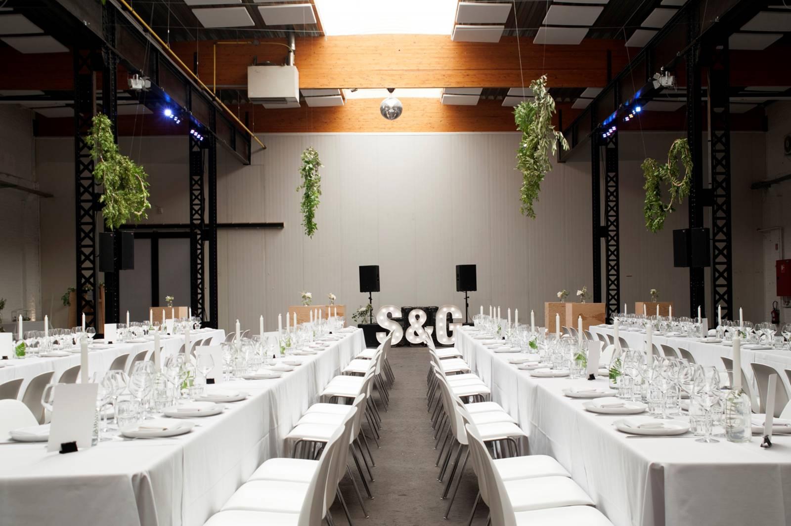 House of Weddings Firma Cantina Feestzaal Wedding Venue Huwelijk Brussel industrieel fabriek ceremonie receptie walking dinner (13)