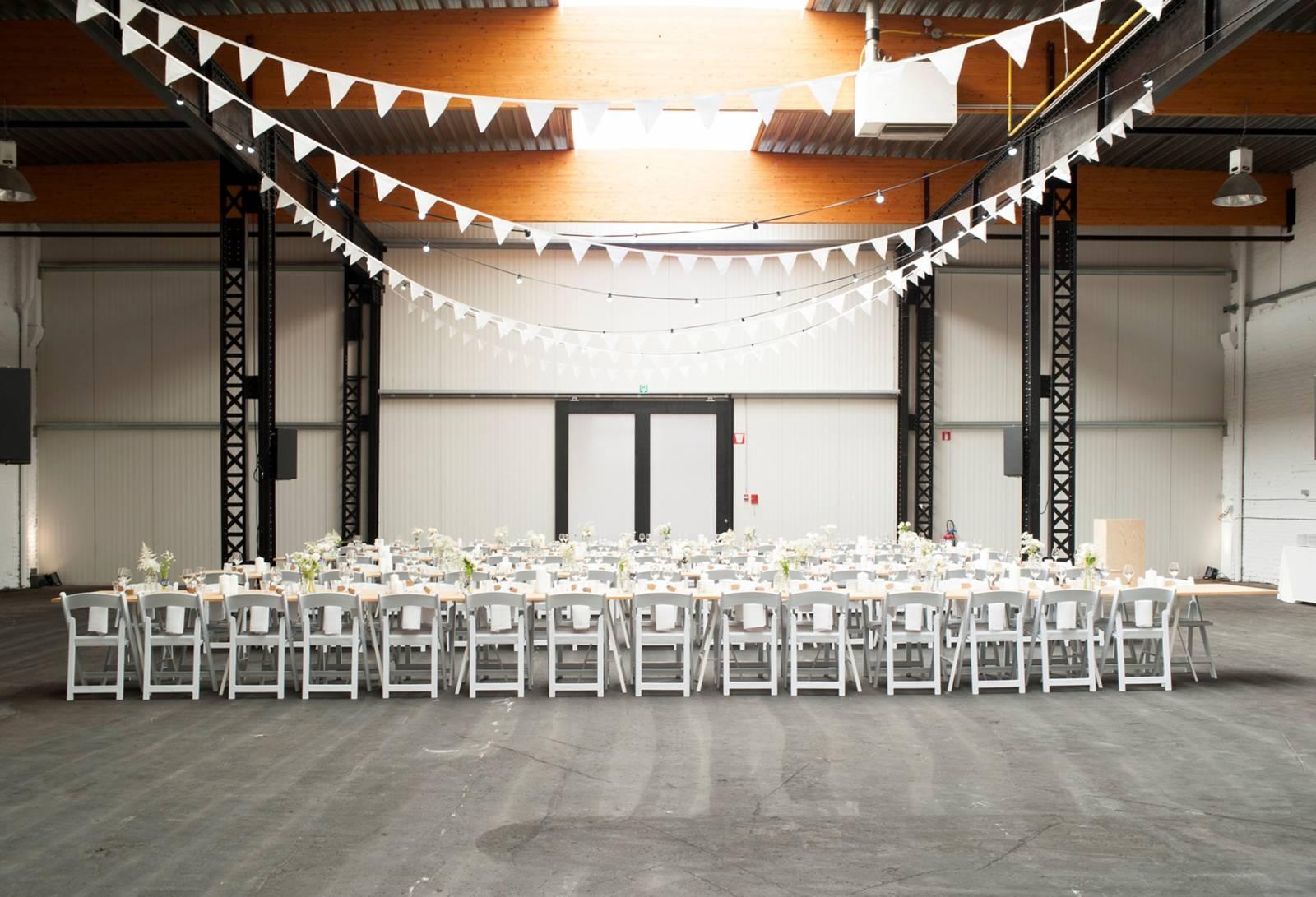 House of Weddings Firma Cantina Feestzaal Wedding Venue Huwelijk Brussel industrieel fabriek ceremonie receptie walking dinner (16)