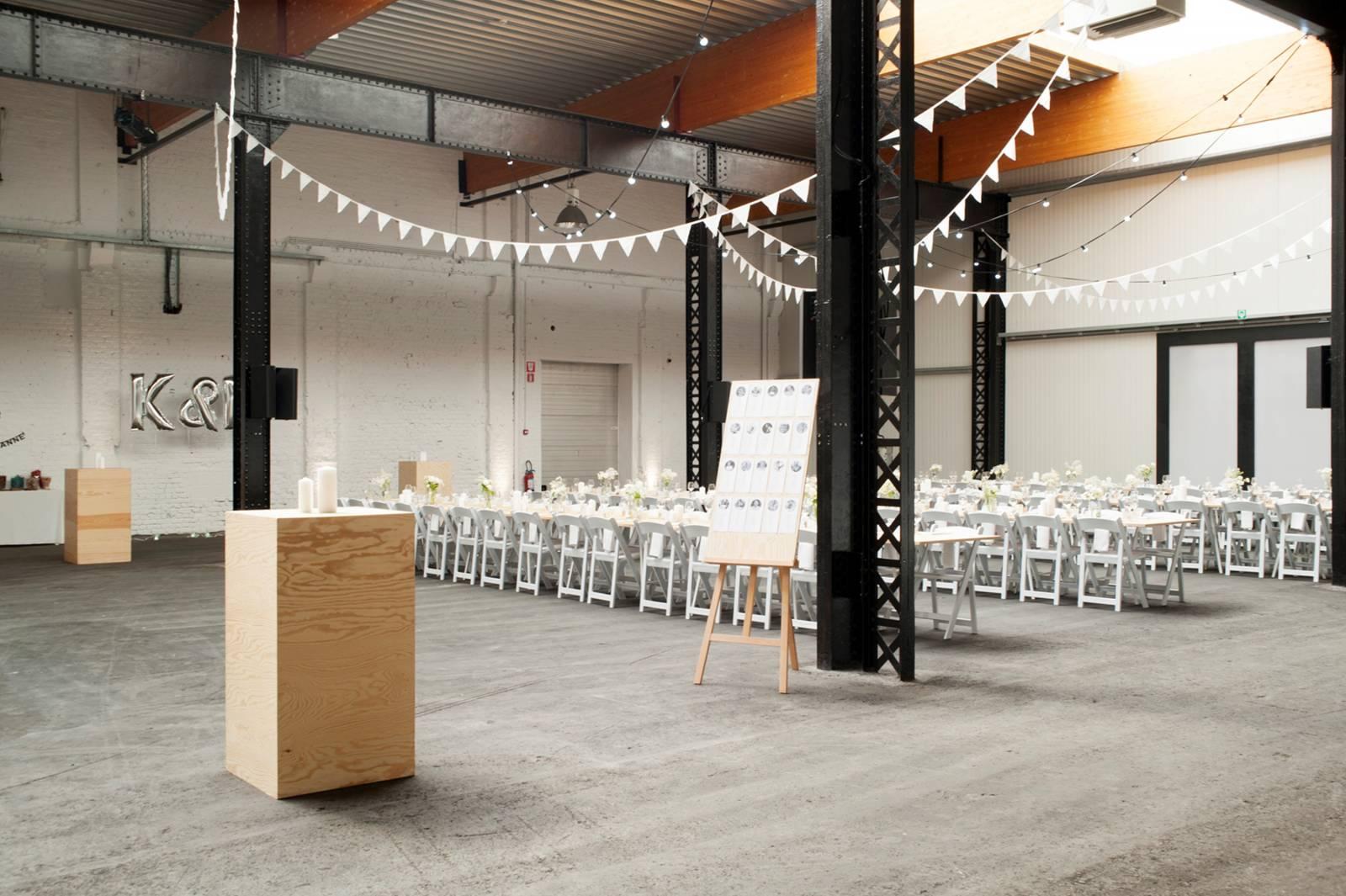 House of Weddings Firma Cantina Feestzaal Wedding Venue Huwelijk Brussel industrieel fabriek ceremonie receptie walking dinner (17)