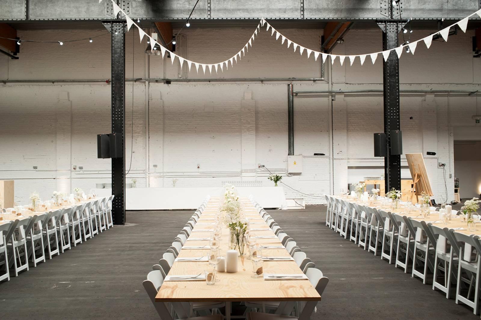 House of Weddings Firma Cantina Feestzaal Wedding Venue Huwelijk Brussel industrieel fabriek ceremonie receptie walking dinner (19)