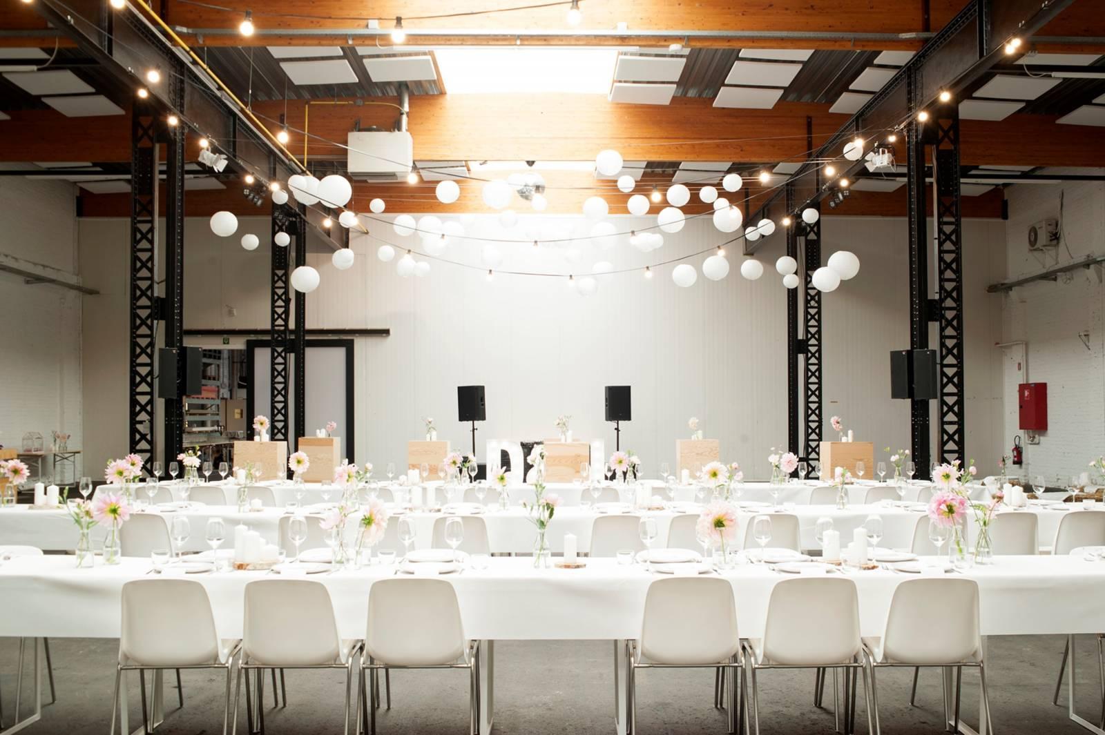 House of Weddings Firma Cantina Feestzaal Wedding Venue Huwelijk Brussel industrieel fabriek ceremonie receptie walking dinner (2)