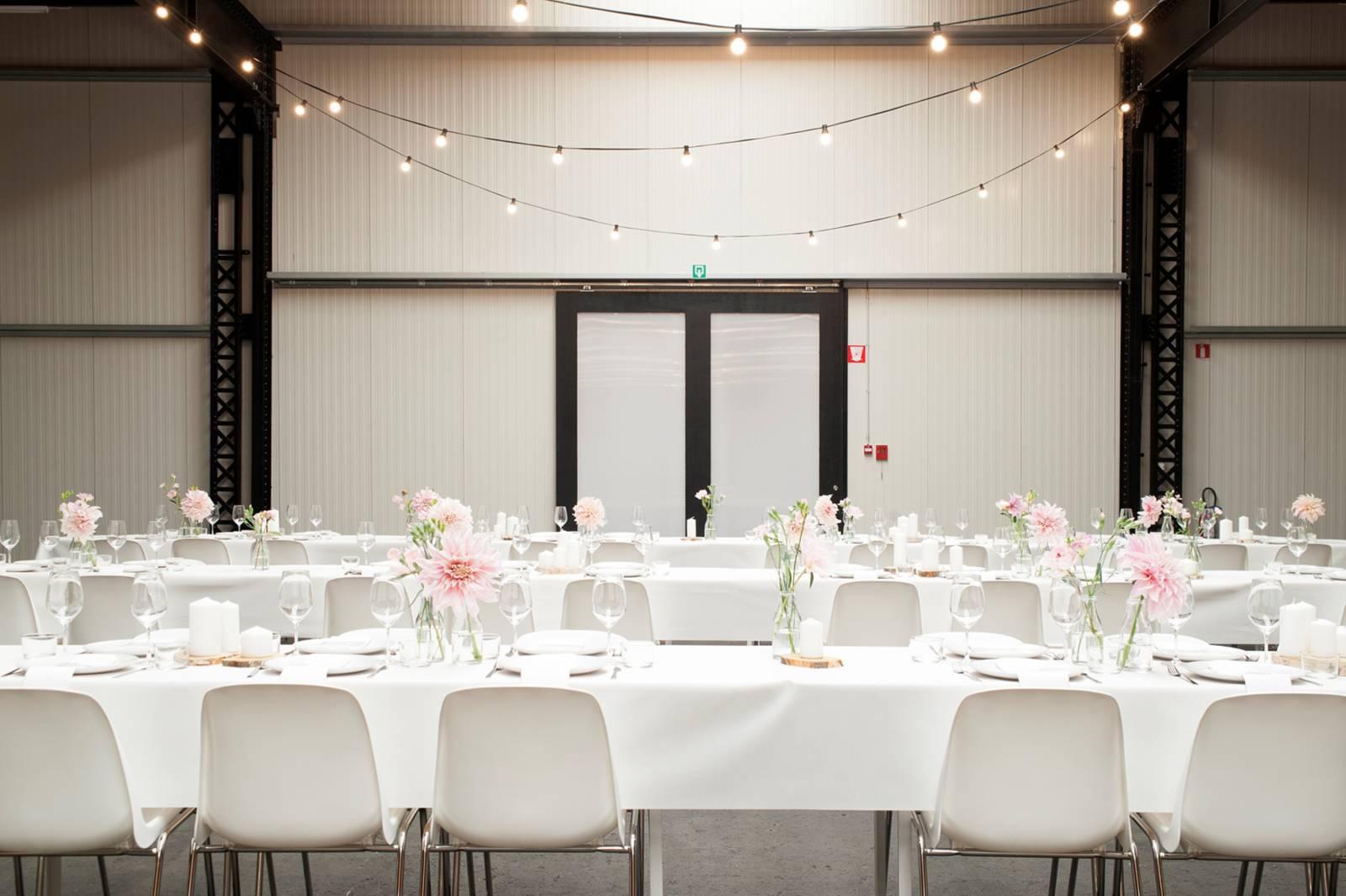 House of Weddings Firma Cantina Feestzaal Wedding Venue Huwelijk Brussel industrieel fabriek ceremonie receptie walking dinner (3)