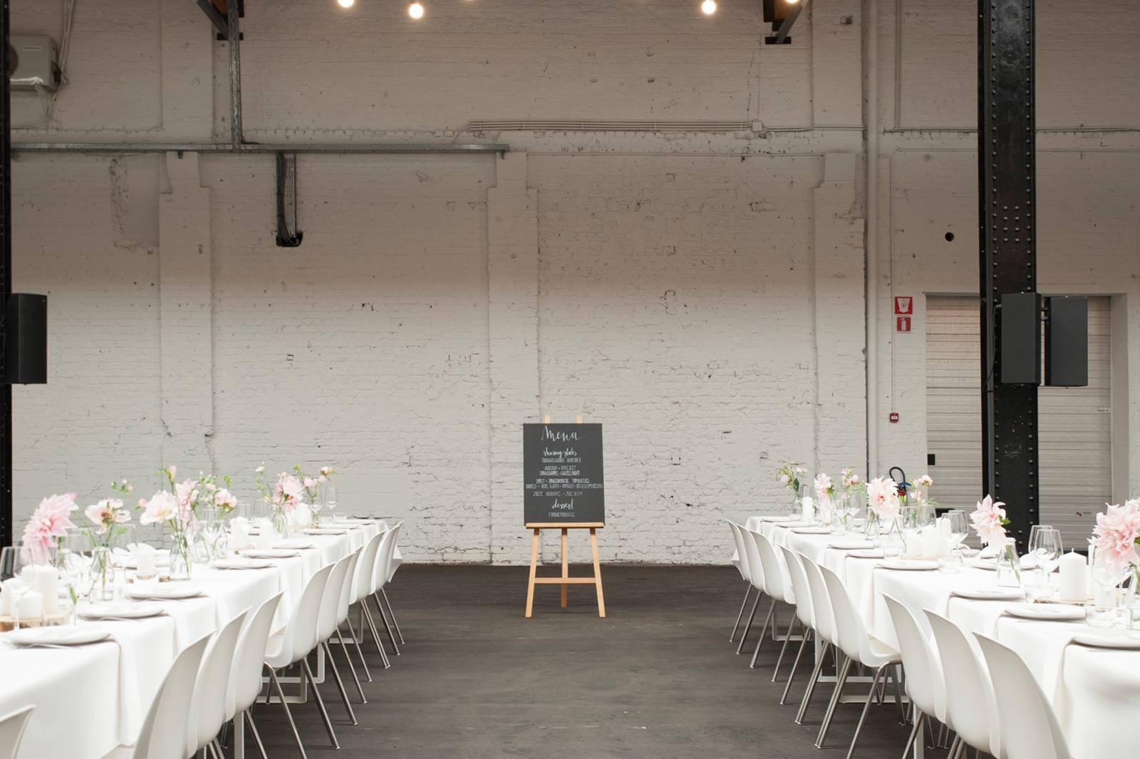 House of Weddings Firma Cantina Feestzaal Wedding Venue Huwelijk Brussel industrieel fabriek ceremonie receptie walking dinner (5)