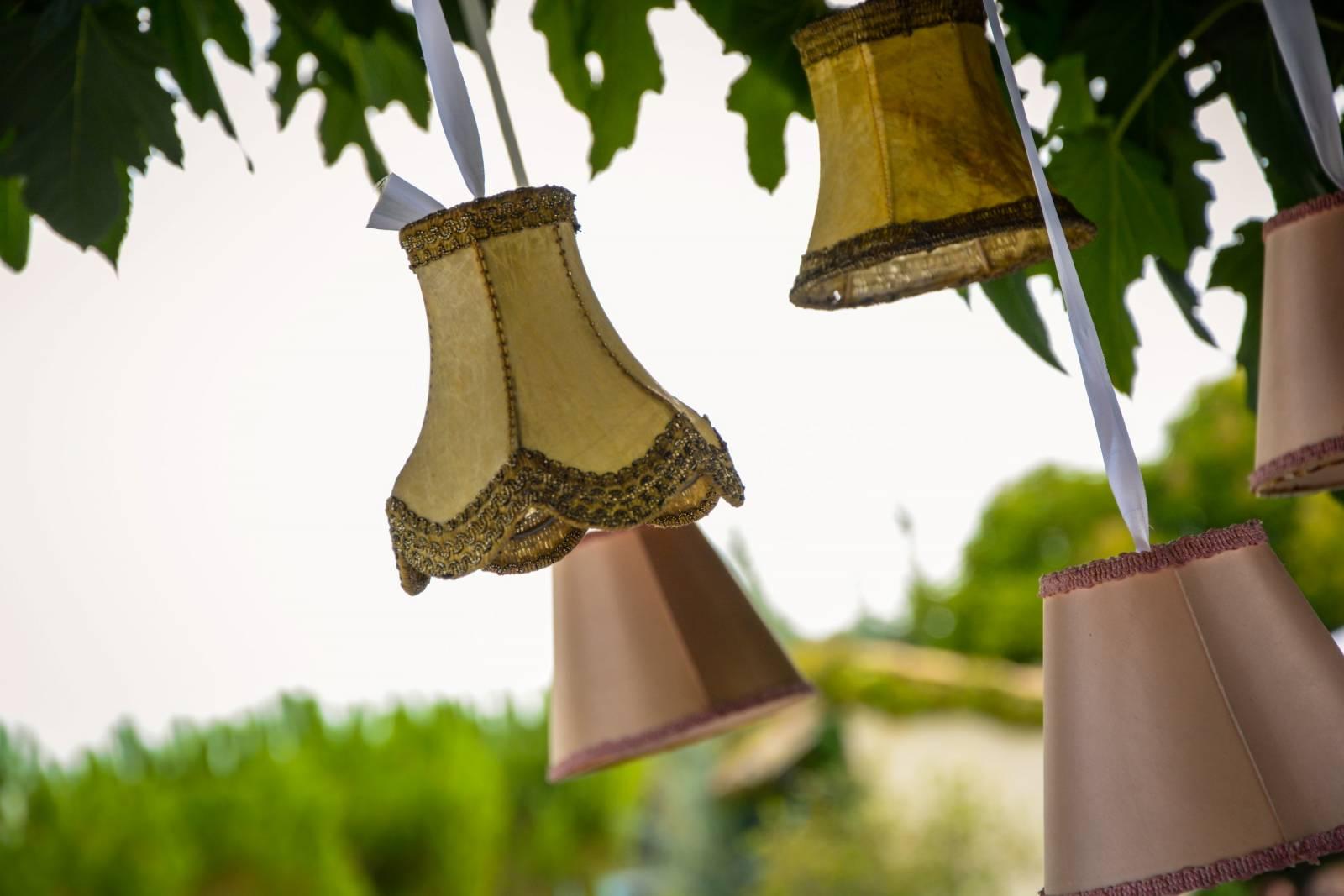 huwelijk frankrijk provence tent ceremonie decoratie bloemen (17)