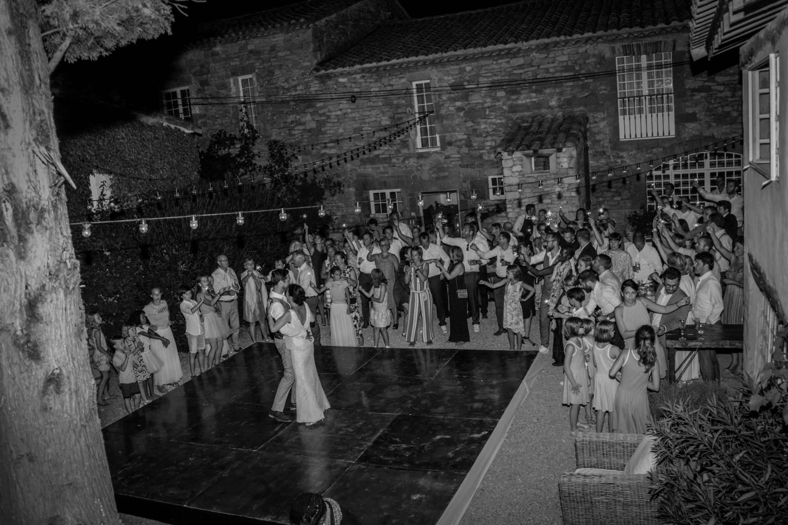huwelijk frankrijk provence tent ceremonie decoratie bloemen (4)