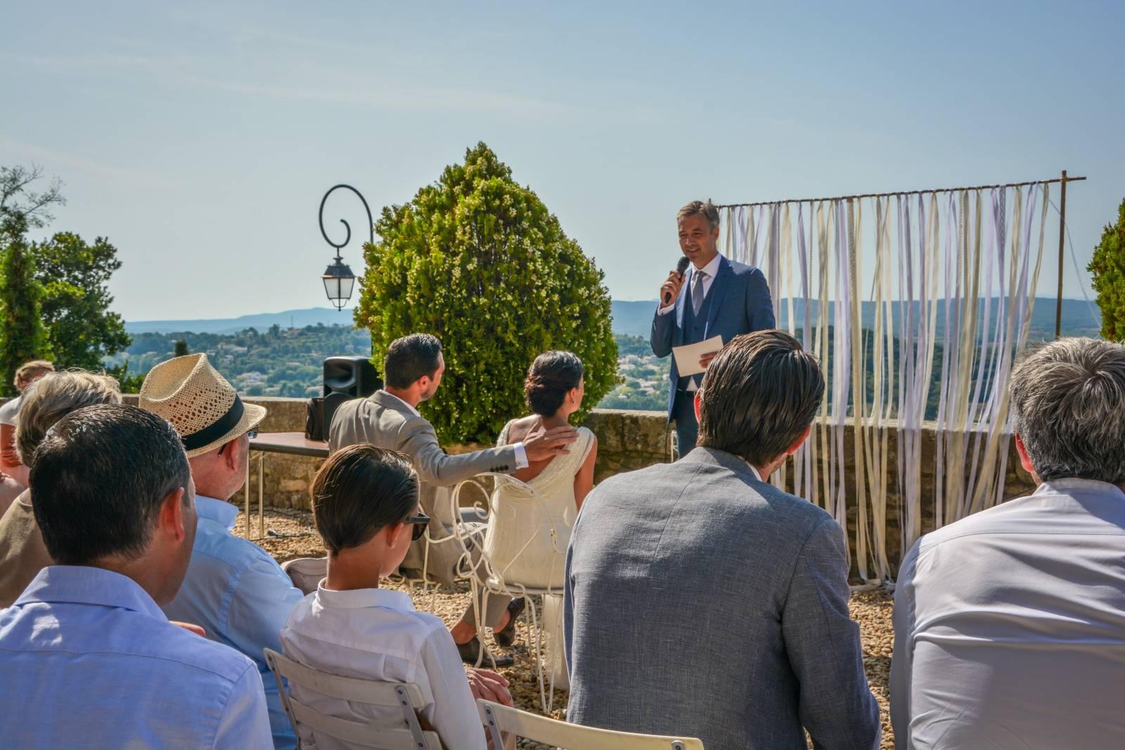 huwelijk frankrijk provence tent ceremonie decoratie bloemen (7)