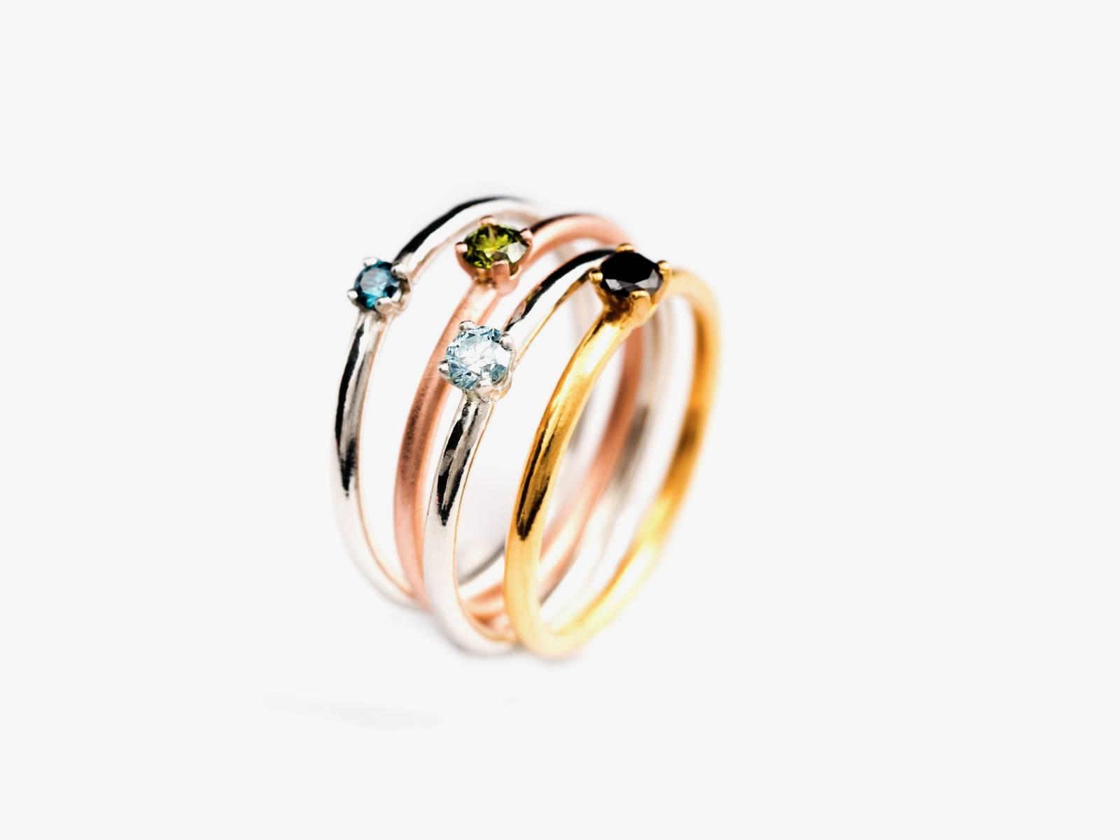 LUX _18K AU solitair lux ringen compositie