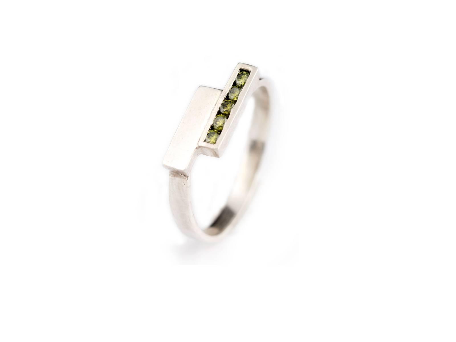 LUX_sakura lux 18k wit goud olive diamanten