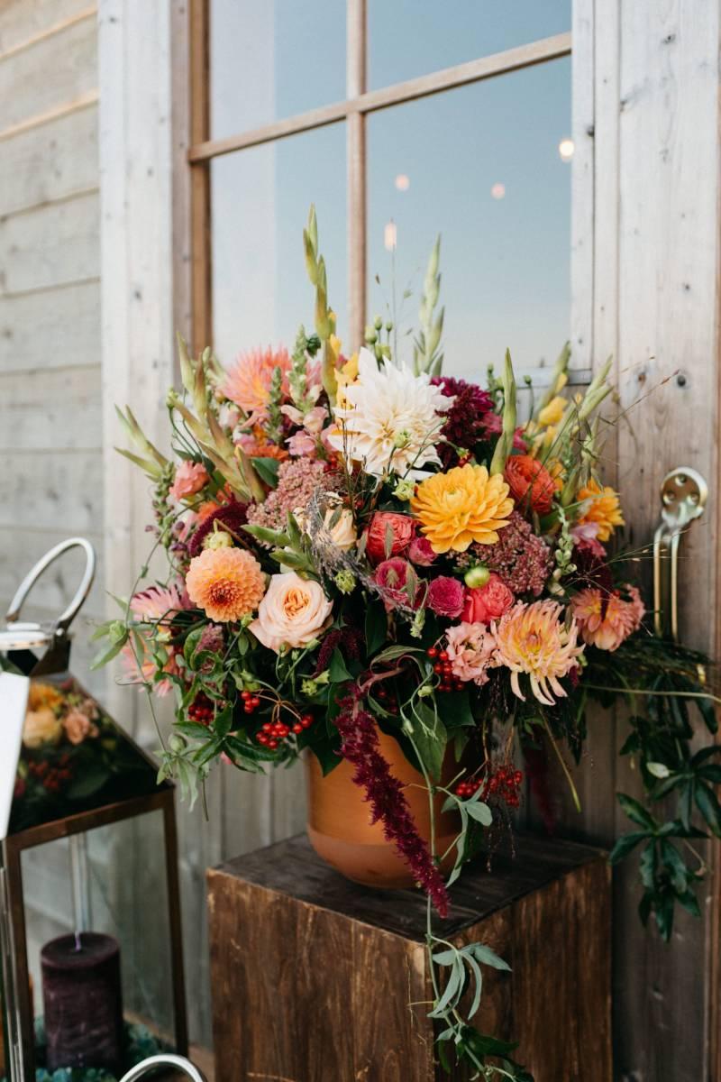 Maison Julie - Bruidsboeket - Bloemen huwelijk trouw bruiloft - Ciska & Jimte - Fotograaf Mathias Hannes - House of Weddings - 12