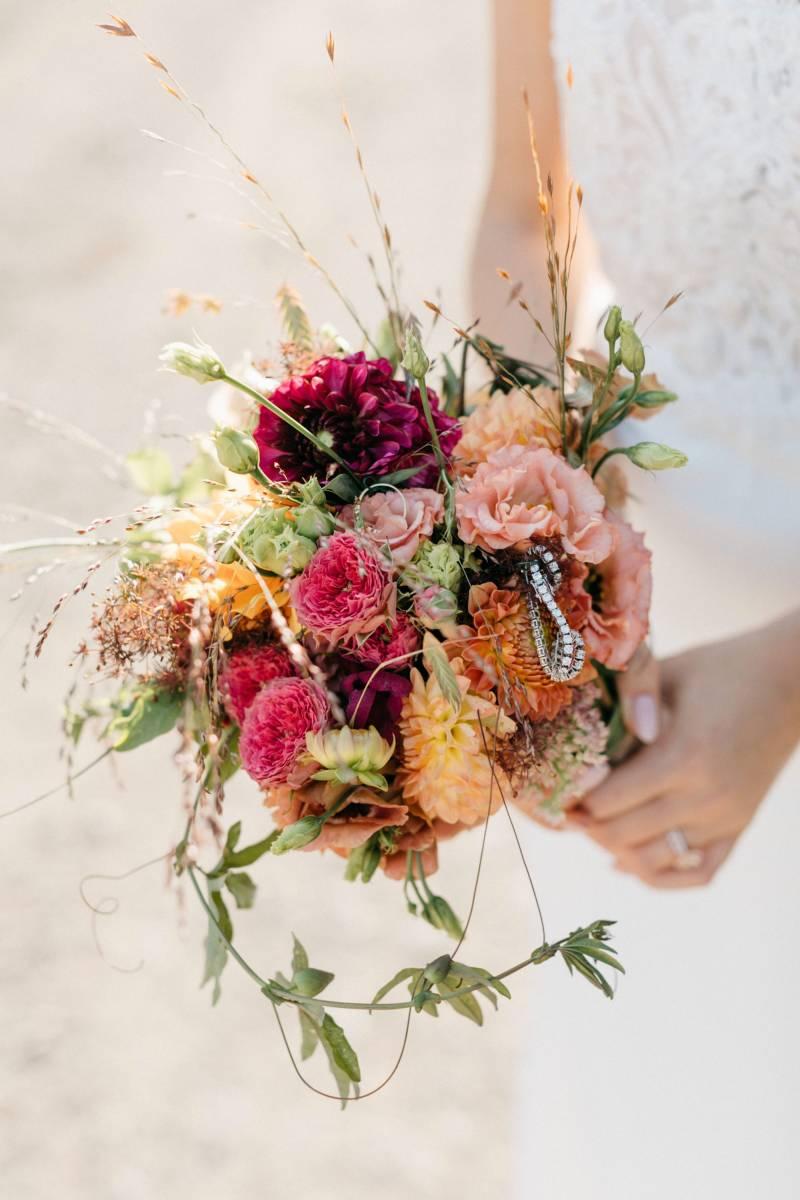Maison Julie - Bruidsboeket - Bloemen huwelijk trouw bruiloft - Ciska & Jimte - Fotograaf Mathias Hannes - House of Weddings - 16