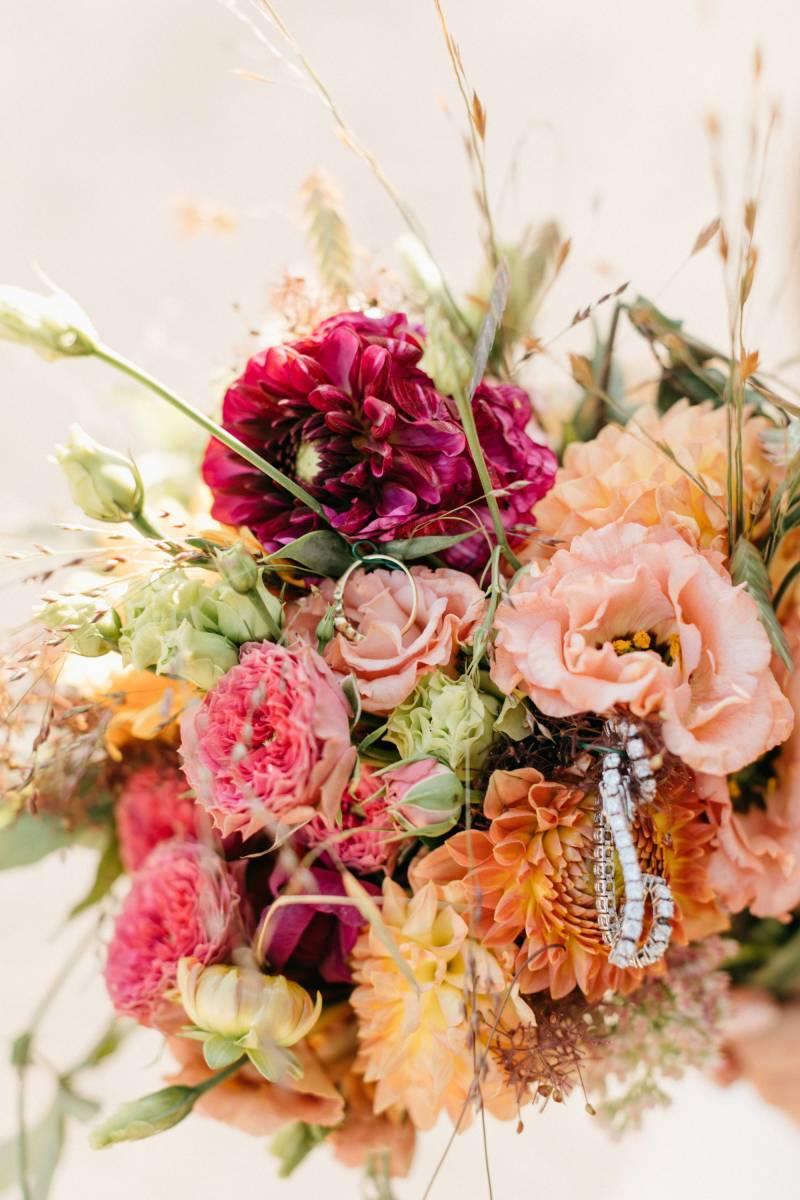 Maison Julie - Bruidsboeket - Bloemen huwelijk trouw bruiloft - Ciska & Jimte - Fotograaf Mathias Hannes - House of Weddings - 17