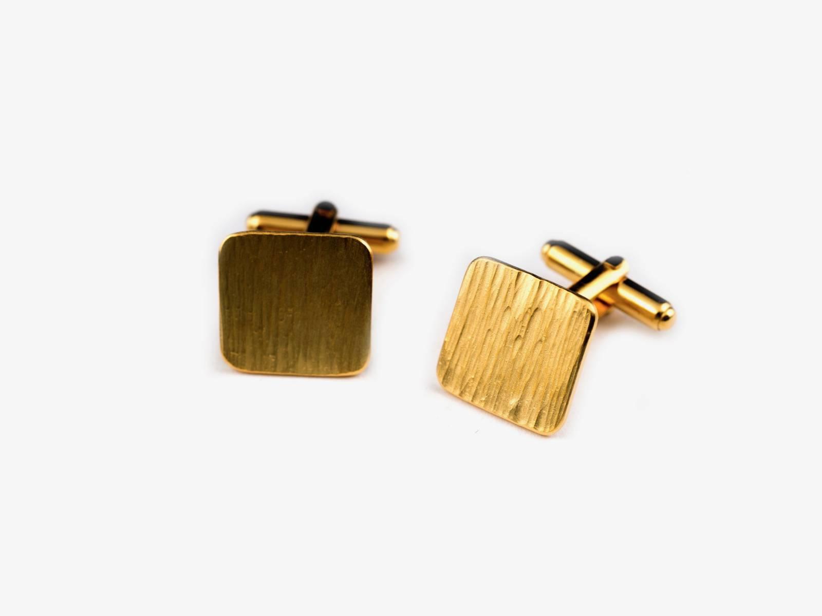 MOMENTS_manchet square geel goud verguld met zebra bewerking €300