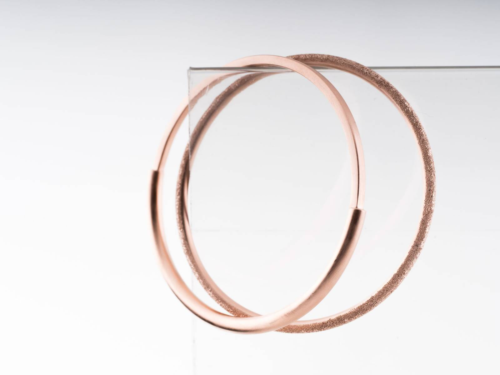 MOMENTS_nos nos armband - pink gold plated - €340