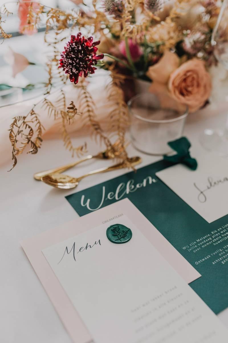 Touch of Gold - Trouwuitnodiging - Huwelijksuitnodiging - Kalligrafie - House of Weddings - 1
