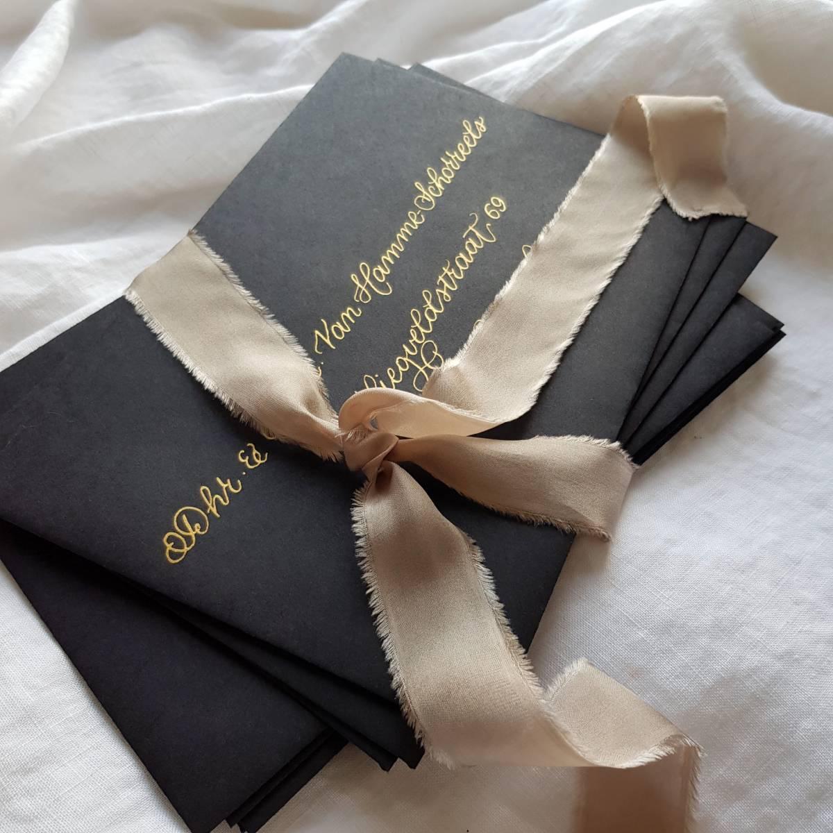 Touch of Gold - Trouwuitnodiging - Huwelijksuitnodiging - Kalligrafie - House of Weddings - 23 (1)