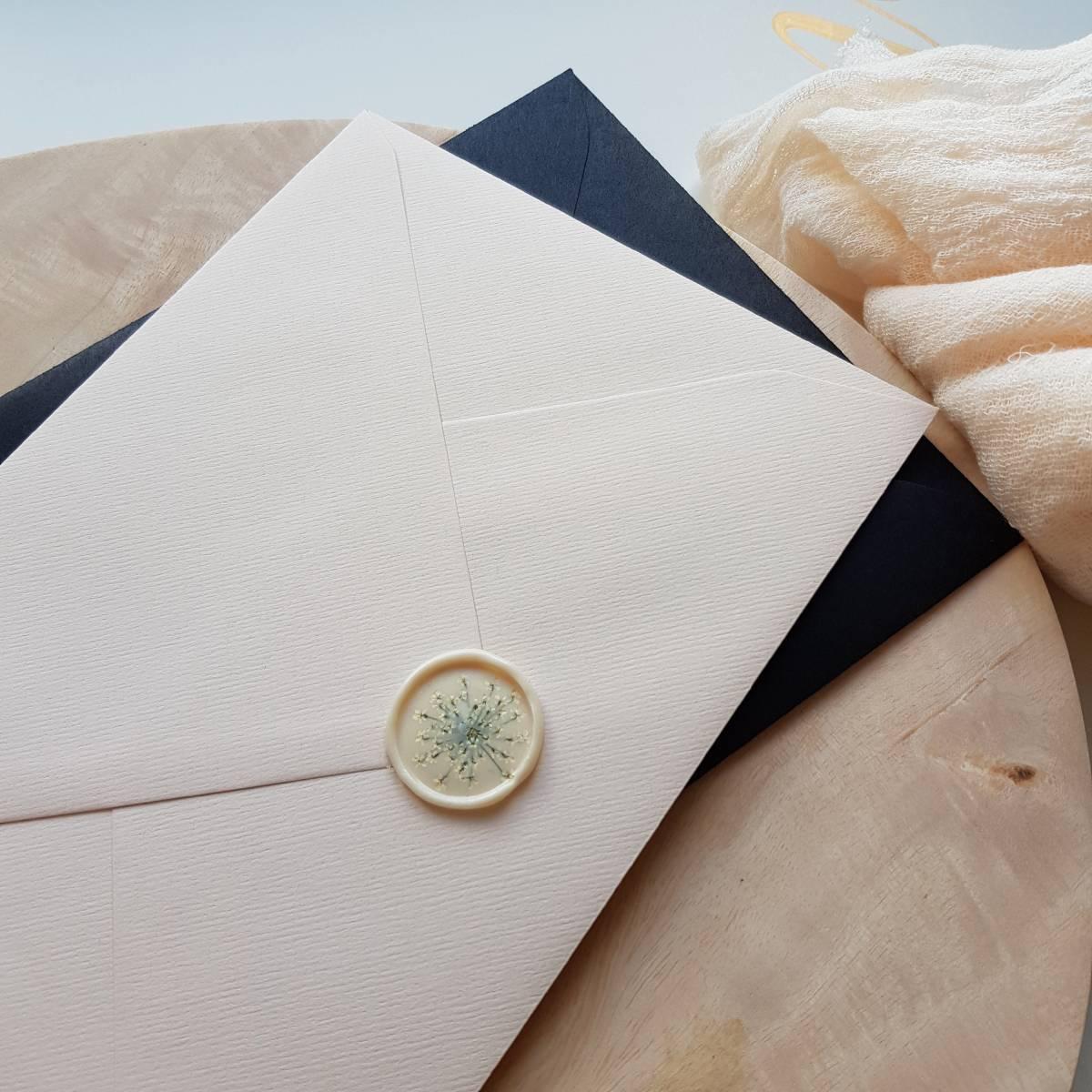 Touch of Gold - Trouwuitnodiging - Huwelijksuitnodiging - Kalligrafie - House of Weddings - 24