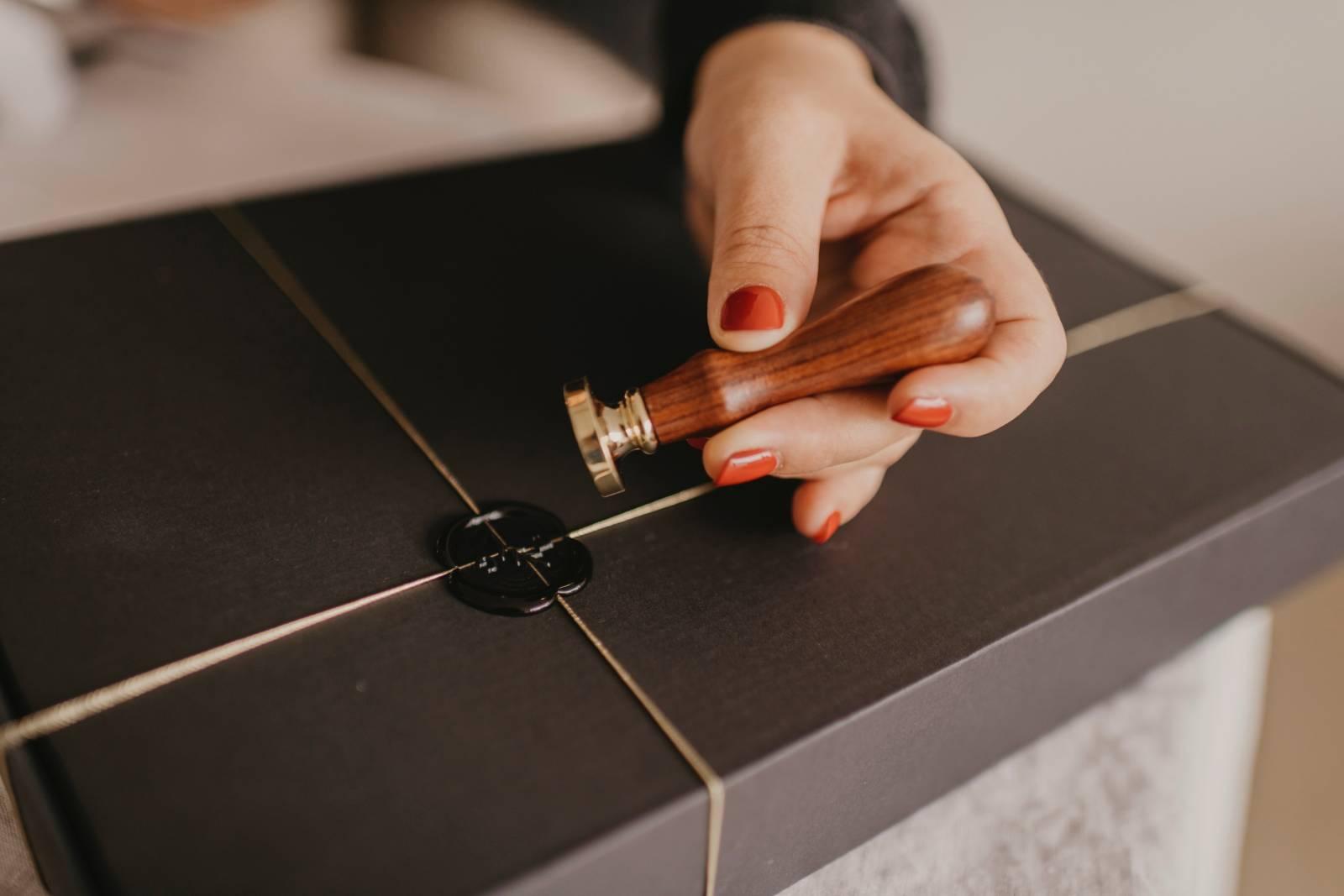 Touch of Gold - Trouwuitnodiging - Huwelijksuitnodiging - Kalligrafie - House of Weddings - 27