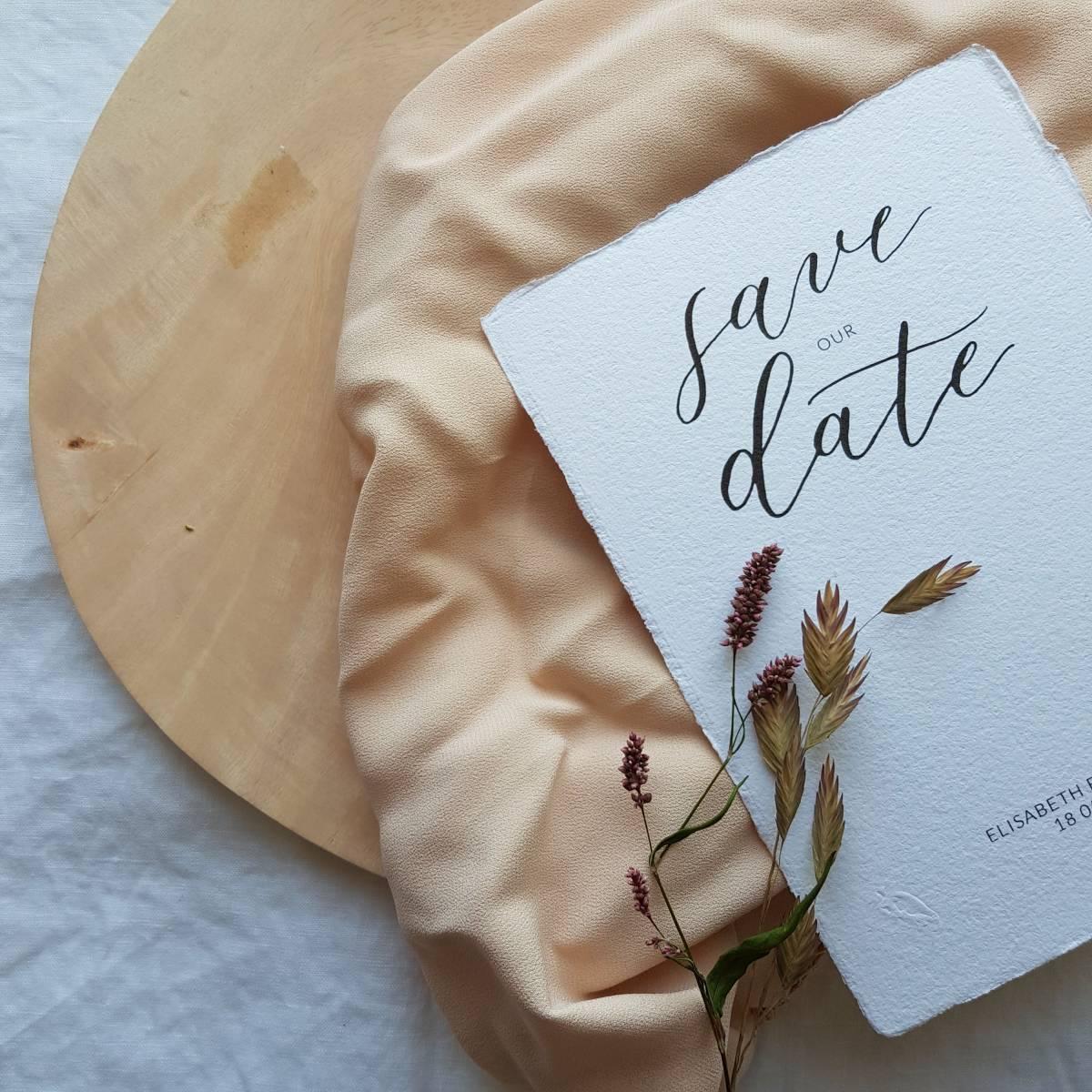 Touch of Gold - Trouwuitnodiging - Huwelijksuitnodiging - Kalligrafie - House of Weddings - 8 (1)