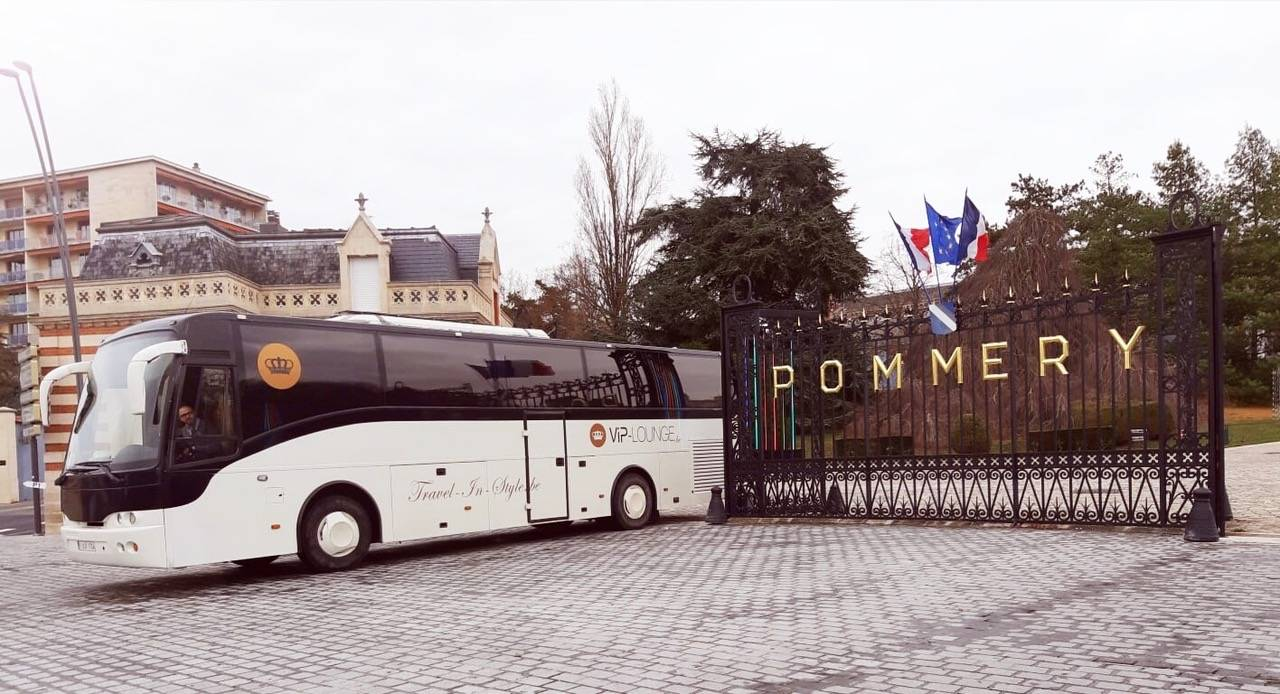 VIP Lounge - Trouwvervoer - Ceremonievervoer -  House of Weddings - 4