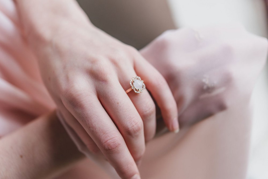 NathalieSwinnen-Juwelen-Bruidsjuwelen-Verlovingsring-Trouwring-HouseofWeddings-4_8ae5f4315e3390bf45f714da502817f9